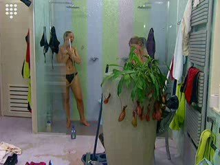 Big Brother Netherlands – Mud Group Shower